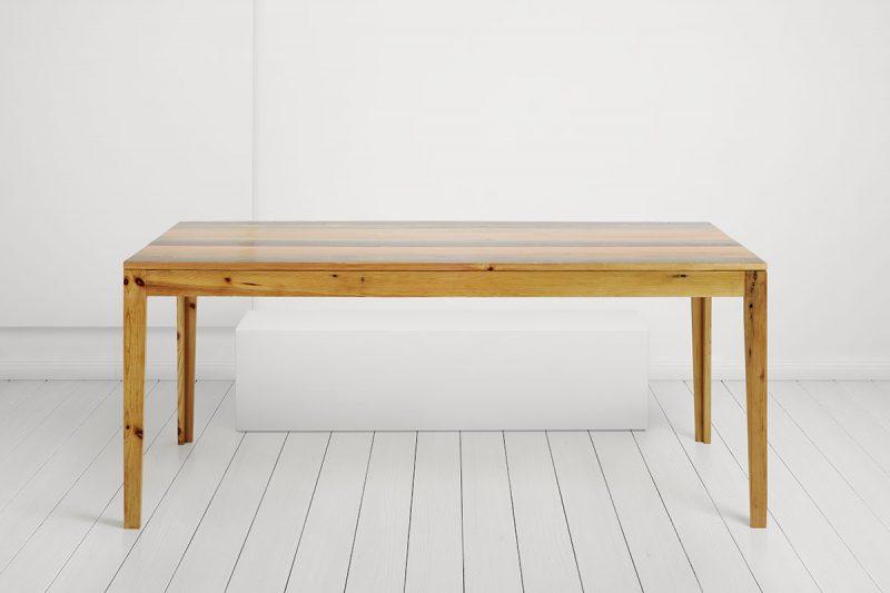 Tisch 8 - Frontal